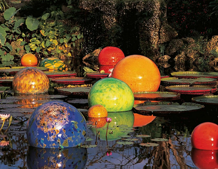 © Dale Chihuly, Niijima Floats, 2005, Fairchild Tropical Botanic Gardens, Coral Gables, Florida.